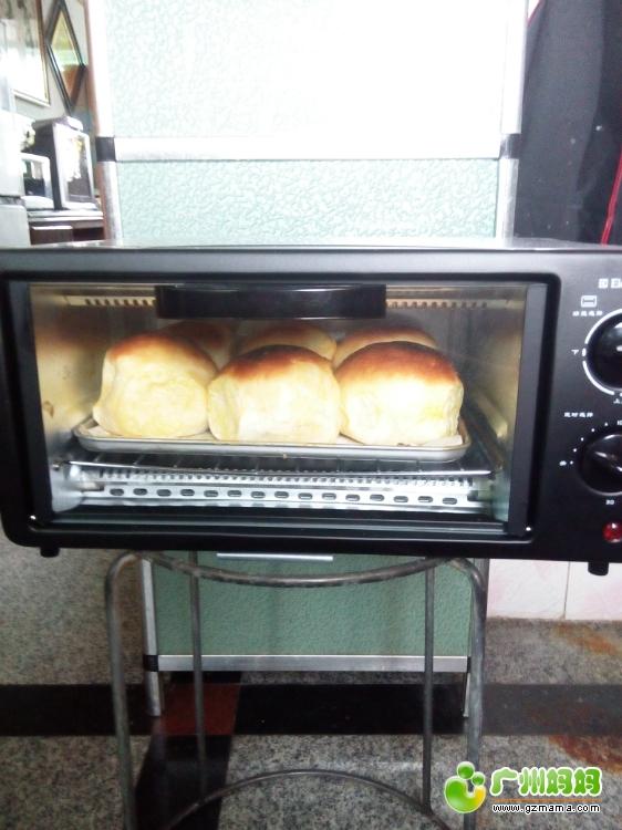 第一次用美食做出来的美食,可惜世界烤糊了,呜面包出名烤箱吗广州在图片